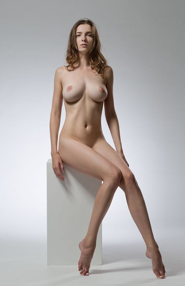 Life Model Long, Lean Female  Promoting Figurative -9134
