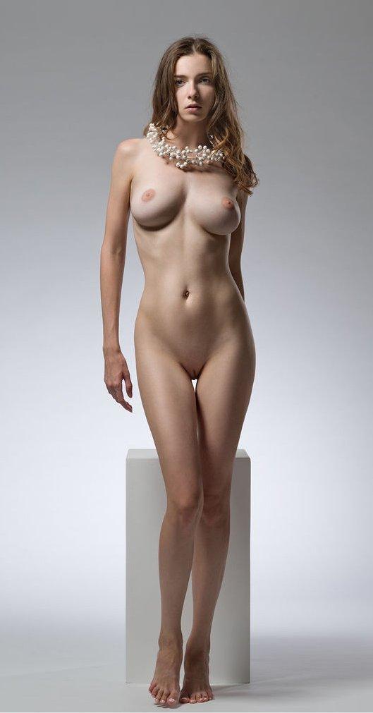 Life Model Long, Lean Female  Promoting Figurative -7899