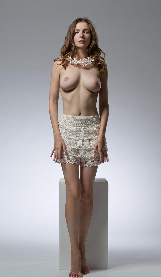 Life Model Long, Lean Female  Promoting Figurative -3846