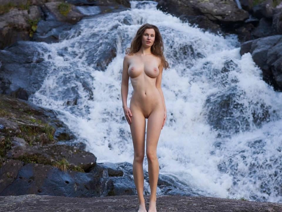 nude perfect figure girl